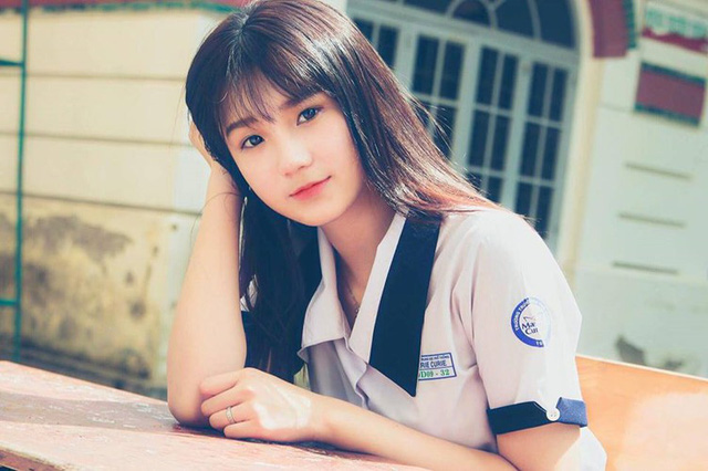 Từ khi học phổ thông, Thu Tâm đã nổi tiếng nhờ vẻ đẹp trong sáng, dịu dàng