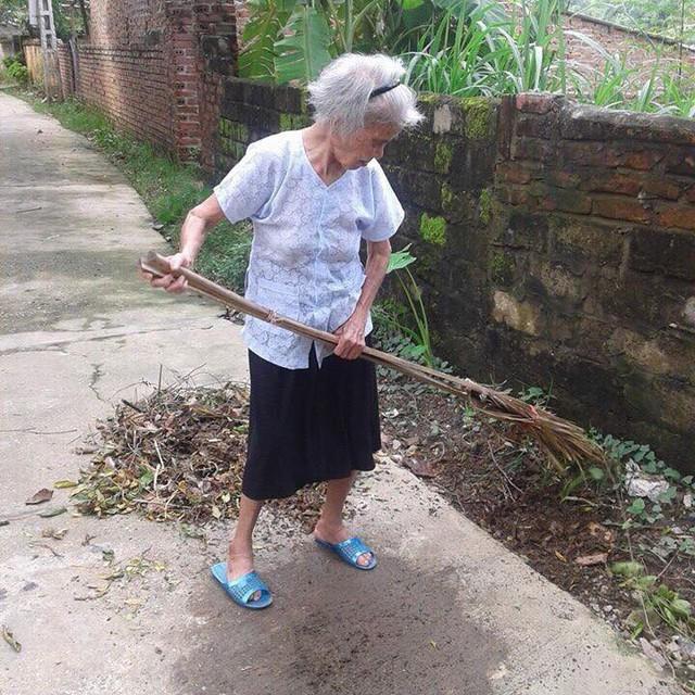 Cụ Nguyễn Thị Lễ bình phục nhanh chóng sau khi phẫu thuật. Trong ảnh là hình ảnh cụ ở tuổi 100.