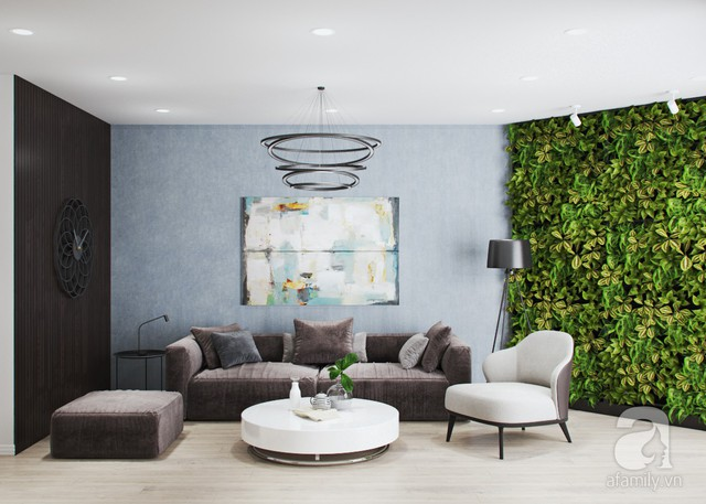 Phòng khách với không gian hiện đại, cá tính với mảng tường cây xanh mát.