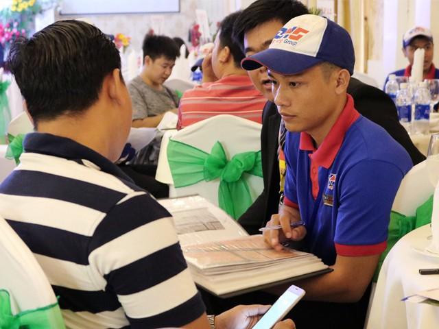 """Đến với Đông Hưng, khách hàng sẽ nhận thấy được thái độ tận tâm và và cách làm việc chuyên nghiệp của các chuyên viên kinh doanh Đông Hưng Group và câu chuyện """"miếng bánh ngon"""" nhiều người tranh giành"""