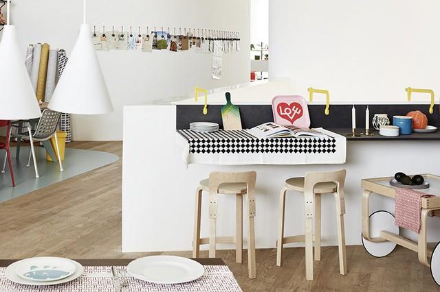 Góc nhỏ với kệ gắn tường được thiết kế với chức năng tạo không gian ăn uống tiện ích và thoải mái, tạo nên không gian tươi tắn và hiện đại cho cuộc sống tiện nghi.