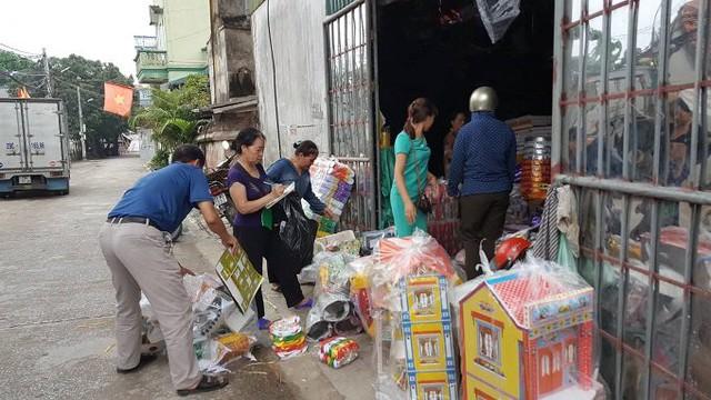 Thời gian này, làng Phúc An luôn tấp nập kẻ mua người bán.