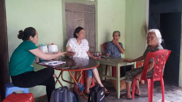 Chị H hạnh phúc trong ngày trở về. Ảnh: Văn Nguyễn