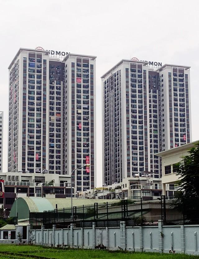 Cư dân tại dự án Mon City căng băng rôn tố CĐT bàn giao nhà thiếu diện tích.