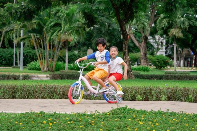 Không chỉ mang lại tác động tích cực về tim mạch cho bé, đạp xe còn giúp cải thiện về nhận thức, chức năng não, đặc biệt trong giai đoạn não bộ của bé đang phát triển