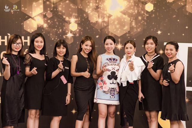 Á hoàng Lương Thanh Lan cùng các khách mời tại sự kiện(đứng giữa)