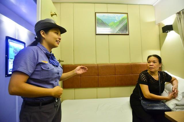 Từ 1/10, vé tàu Tết Nguyên đán Kỷ Hợi sẽ được mở bán, hành khách có nhiều lựa chọn để mua vé.     Ảnh: TL