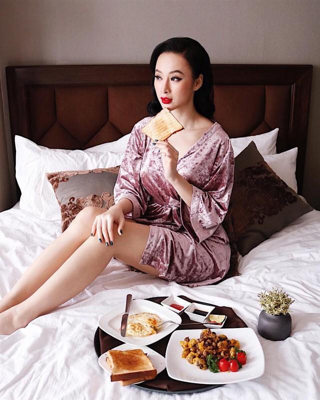 """Phớt lờ dư luận, Angela Phương Trinh khẳng định những lời cô nói là thật. Thậm chí, cô tỏ ra mệt mỏi vì """"quá nhiều người hâm mộ""""."""