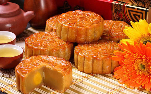 Trung Quốc: Đối với người Trung Quốc, Trung thu là Tết đoàn viên, là dịp để mọi người trong gia đình sum họp. Do đó, loại bánh sử dụng trong dịp này thường là bánh nướng có hình tròn. Trên bánh, họa tiết có thể có hoặc không. Ảnh: Tuku.cn.