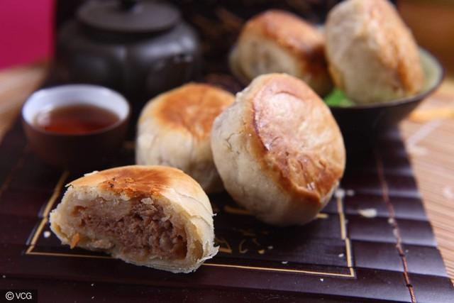 Gần như mỗi vùng miền lại có một phong cách, hình dáng và hương vị bánh khác nhau. Nổi bật nhất là bánh trung thu theo phong cách Quảng Đông, Bắc Kinh, Triều Sán, Vân Nam, Tô Châu, Ninh Ba, Thượng Hải, Hong Kong và Đài Loan. Ảnh: Weibo, China Daily, VCG.