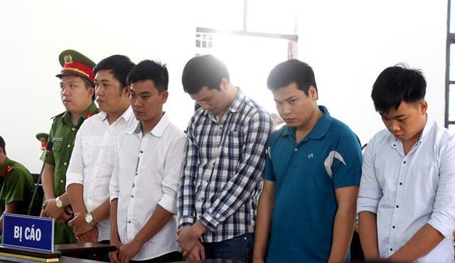 Các bị cáo là những cựu công an thừa nhận hành vi đánh chết bị can trong nhà tạm giữ. Ảnh: Tuấn Kiệt.