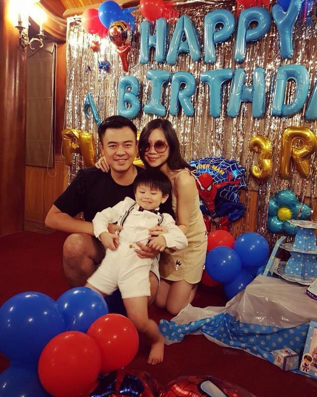 Vợ chồng MC Tuấn Tú chia sẻ ảnh sinh nhật con trai 3 tuổi.