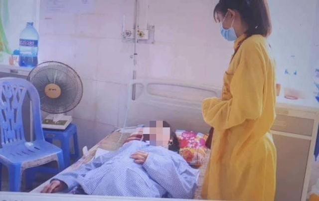 Bệnh nhân Đ. nhập viện trong tình trạng sức khỏe suy kiệt. Ảnh: Thu Hường