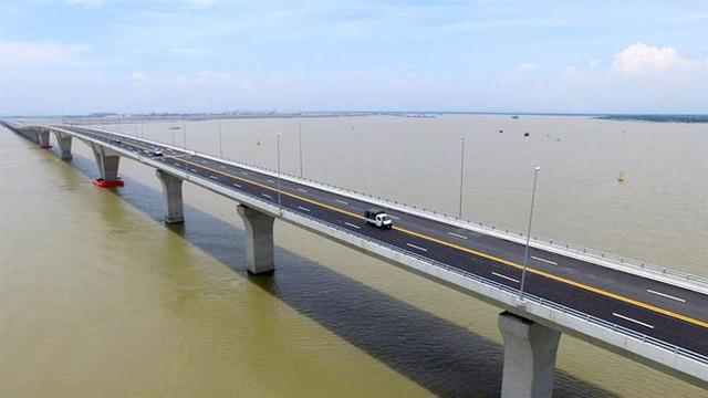 Khi có gió từ cấp 7 trở lên, hoặc gió giật mạnh, những cây cầu, đặc biệt cầu vượt biển sẽ phải cấm xe. Ảnh: TL