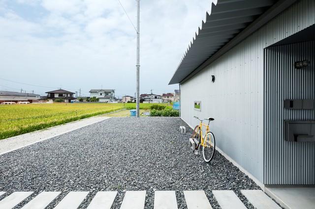 Nhà rộng 84,64m2, nằm ở thành phố Kishiwada, phía nam tỉnh Osaka, Nhật Bản. Công trình do nhóm kiến trúc sư của Horibe Associates thiết kế, hoàn thiện vào năm 2017.