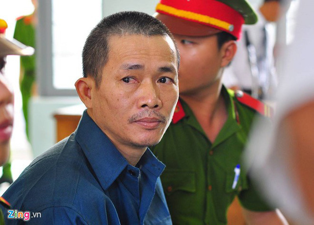 Bị cáo Nguyễn Thọ được lực lượng hỗ trợ tư pháp đưa đến tòa sáng 26/8/2016. Ảnh: Ngọc An.