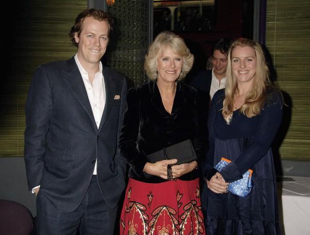 Bà Camilla cùng 2 người con với cuộc hôn nhân đầu tiên.