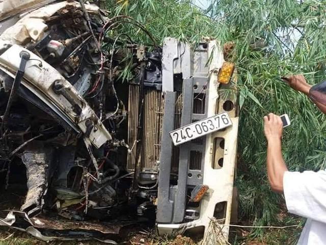 Vụ tai nạn thảm khốc đã cướp đi sinh mạng của 13 người. 1 trong 3 nạn nhân còn lại cũng trong tình trạng nguy kịch.