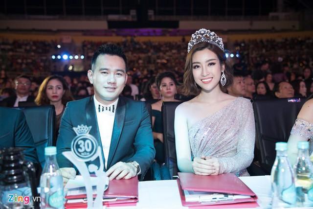 Đỗ Mỹ Linh ngồi ghế giám khảo