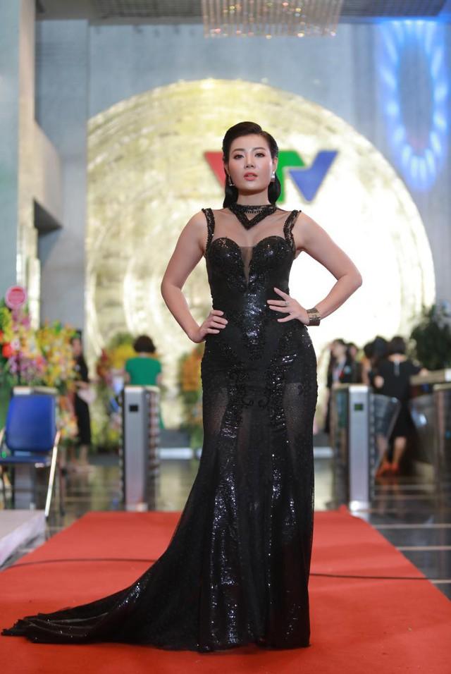 Thanh Hương trên thảm đỏ lễ trao giải VTV Awards 2018. Ảnh: Bin Leo