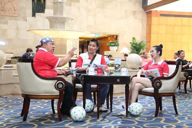 Hồng Sơn, Hiếu Hiền và Hòa Minzy chọn các cầu thủ nhí.