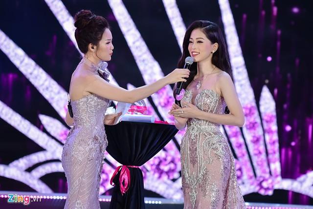 Phương Nga có câu trả lời ứng xử tốt trong đêm chung kết Hoa hậu Việt Nam 2018. Á hậu 1 sở hữu cao 1,73 m, cùng các số đo 84-64-92.