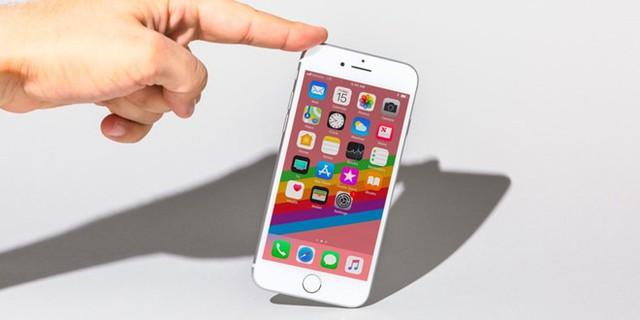 Suốt 6 tháng từ ngày bán ra, một số thiết bị iPhone 8 gặp lỗi bảng mạch dẫn đến đứng máy. Ảnh: Business Insider.