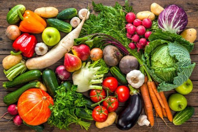 Người Việt cần ăn 400 g rau xanh, quả chín mỗi ngày. Ảnh: M.D.