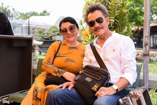 Vợ chồng Lan Hương mới về nước. Nữ danh ca cho biết đây là lần đầu vợ chồng chị dự lễ giỗ Tổ nghề tại Việt Nam.