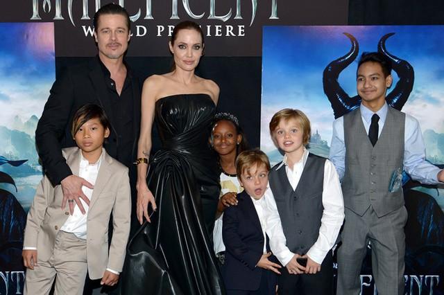 Brad Pitt cùng các con đến dự ra mắt phim Maleficent của Angelina Jolie hồi năm 2014. Ảnh: People