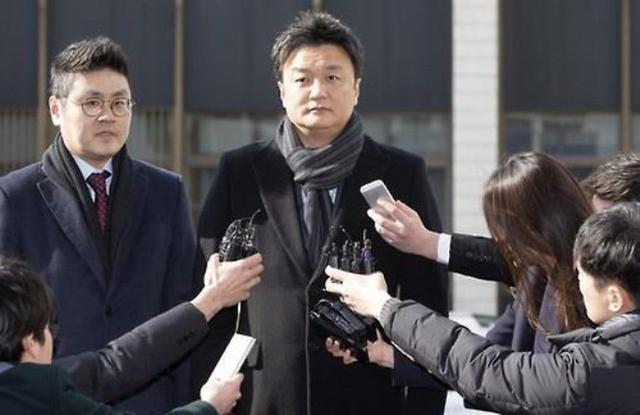 Đâm đơn ra tòa, Im Woo Jae đòi được bà Lee bồi thường 1,2 nghìn tỷ won (hơn 1 tỷ USD) song không thành công.