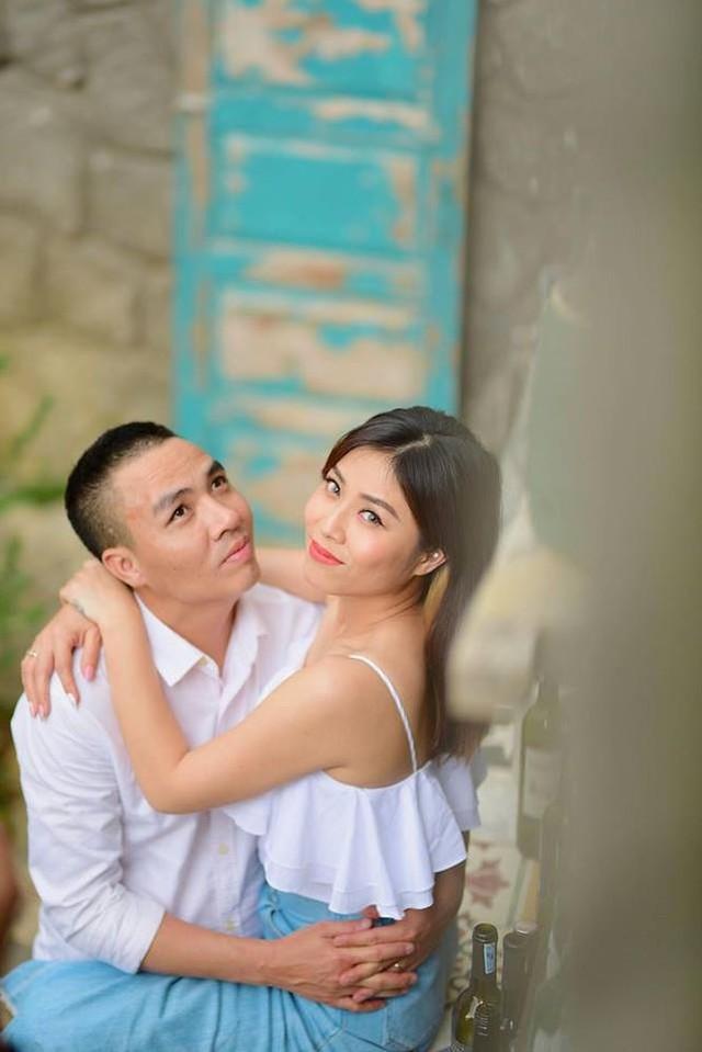 Dường như, sau cuộc hôn nhân đầu tiên đổ vỡ, MC Hoàng Linh hiện đang có cuộc sống viên mãn bên người chồng là đồng nghiệp hơn 6 tuổi từng gắn bó nhiều năm tại Đài truyền hình Việt Nam.