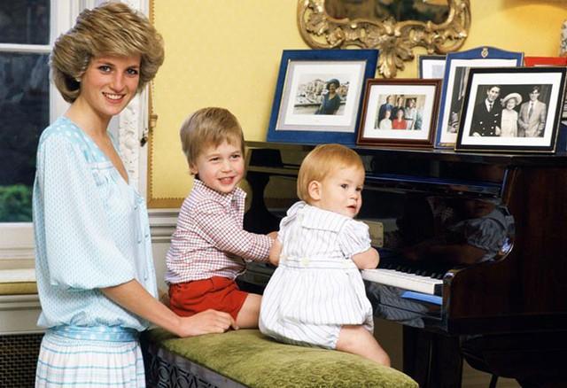 Diana quyết tâm giữ cho các con trai của mình một cuộc sống bình thường và tạo điều kiện để thực hiện điều này vào mỗi tối thứ 7.