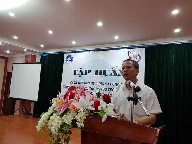 Ông Mai Xuân Phương, Phó Vụ trưởng Vụ Truyền thông Giáo dục, Tổng cục DS-KHHGĐ, Phó Chủ nhiệm CLB Nhà báo với công tác dân số, Hội Nhà báo Việt Nam chia sẻ tại buổi tập huấn.