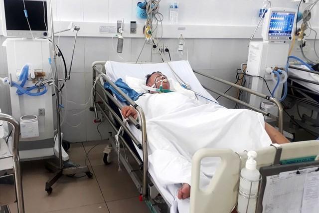 Anh Vạn lúc được cấp cứu tại Bệnh viện Đa khoa Đà Nẵng.     ẢNh: TL