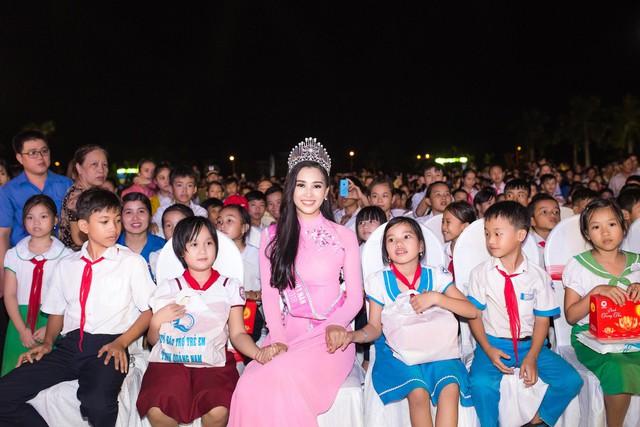 Hoa hậu Trần Tiểu Vy tại quê nhà