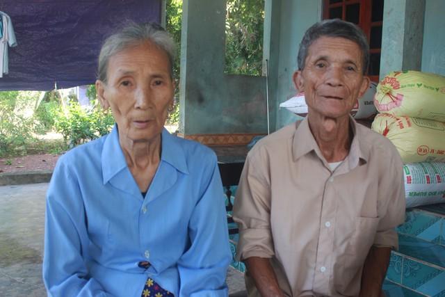 Vợ chồng bà Lê Thị Thể xúc động kể về cuộc tình không trọn vẹn của bà và liệt sĩ Nguyễn Văn Hưng.