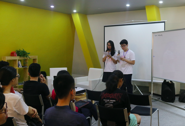 Các bạn trẻ vị thành niên trong một buổi truyền thông về SKSS do Marie Stopes Việt Nam tài trợ.