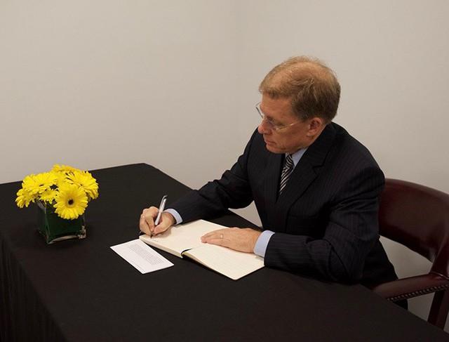 Ông Murphy khẳng định Chủ tịch Trần Đại Quang là người ủng hộ mạnh mẽ cho quan hệ Việt - Mỹ. Chúng tôi trân trọng di sản mà Ngài để lại và xin chia sẻ sự mất mát cùng nhân dân Việt Nam, ông Murphy cho hay. Ảnh: Twitter