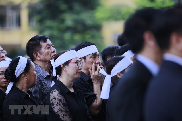 Xếp hàng chờ vào viếng Chủ tịch nước Trần Đại Quang. (Ảnh: TTXVN)