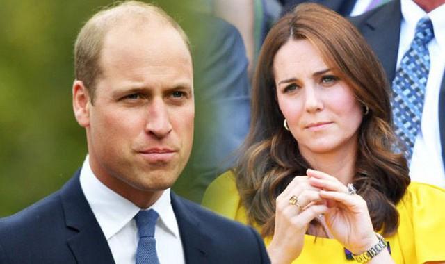 Hoàng tử William tiết lộ Công nương Kate phát ghen với chồng vì anh có thể ngủ ngon giấc trong chuyến công du xa gia đình.