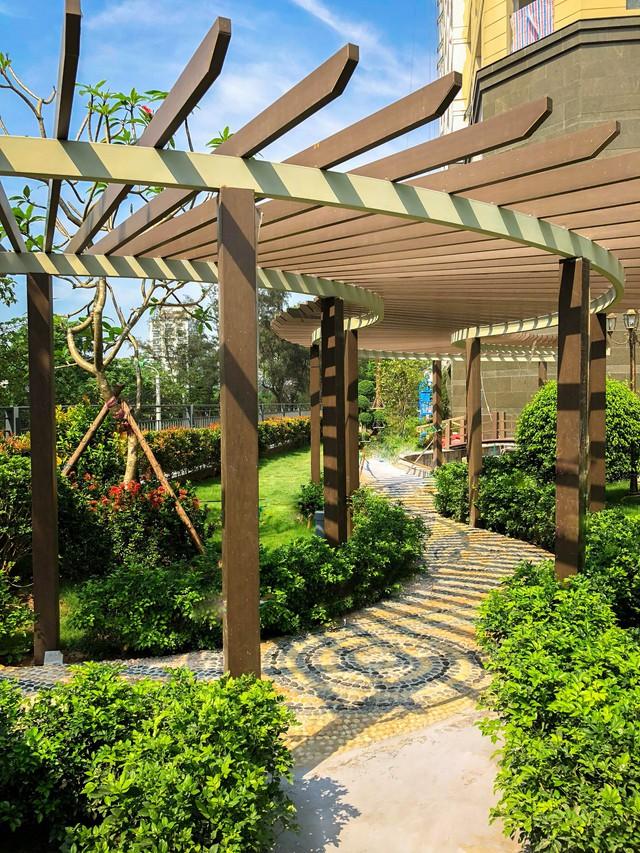 Hệ cảnh quan sân vườn xung quanh dự án đã được hoàn thiện sẵn sàng chào đón cư dân.