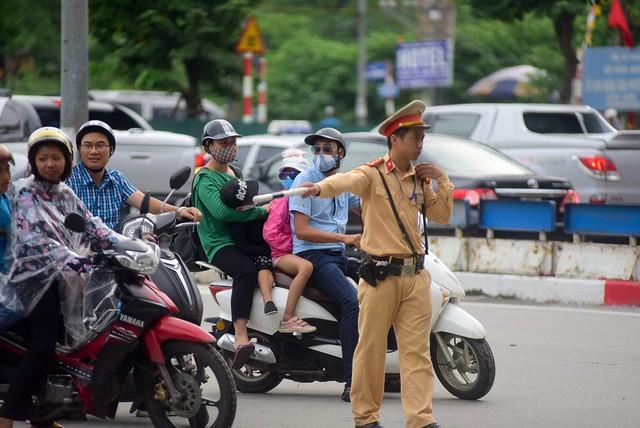 Lực lượng công an được tăng cường nhằm đảm bảo tình hình giao thông cửa ngõ phía Nam Hà Nội.
