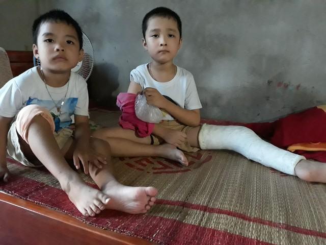 Hai anh em Vinh và Cường cùng mắc chung bệnh rối loạn đông máu. Ảnh TG