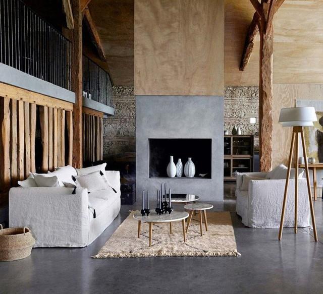 1. Thảm trải sàn có thể đóng vai trò trong việc tạo sự cân bằng bảng màu, tạo sự liên kết màu sắc cho không gian. Với căn phòng sử dụng bảng màu trung tính, ghế sofa và điểm nhấn trên tường màu ghi, thảm trải sàn màu be tạo sự liên kết với nội thất và những bức tường màu gỗ còn lại để mang đến nét đẹp tinh tế, thanh lịch cho không gian.