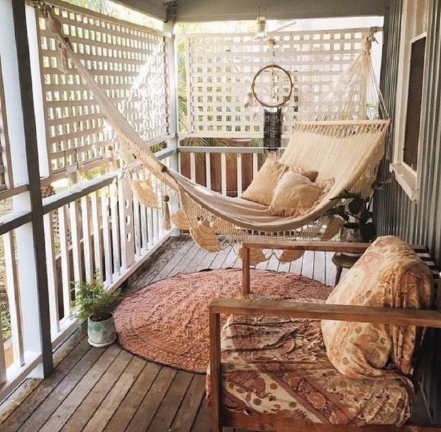 Phong cách vintage sẽ giúp thiết kế võng treo ghế nhà bạn gần gũi và thân thiện với môi trường hơn.