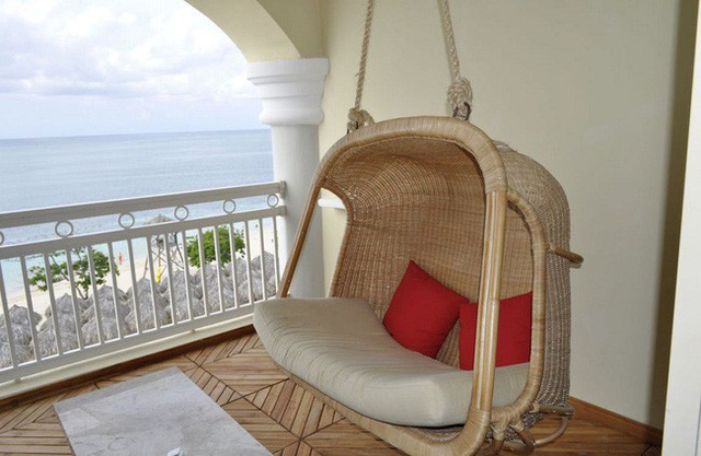 Một thiết kế đơn giản và chắc chắn sẽ giúp ban công nhà bạn đẹp tinh tế.