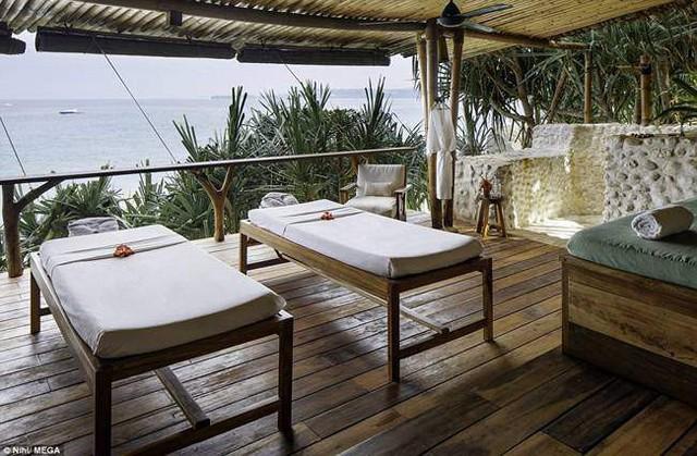 Khu vực spa giúp du khách nghỉ ngơi, thư giãn, Spa cũng rất thoáng mát với ánh sáng tràn ngập.