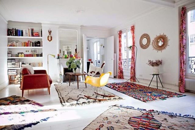 13. Mỗi khu vực chức năng được đặt một tấm thảm, ngôi nhà nhiều màu sắc và độc đáo hơn khi có sự hiện diện của những tấm thảm.