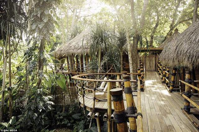 Khu nghỉ dưỡng nép mình bên rừng, nhìn ra bãi biển Nihiwatu bên bờ biển Ấn Độ Dương.